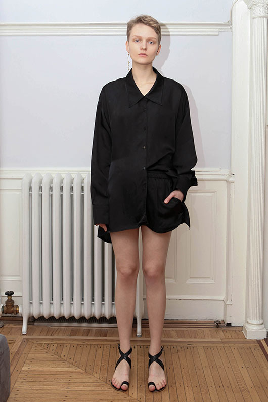19 SS for her. BACK POINT BLOUSE (black)
