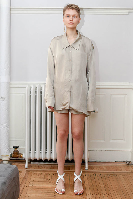 19 SS for her. BACK POINT BLOUSE (beige)