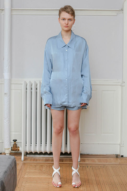 19 SS for her. BACK POINT BLOUSE (skyblue)