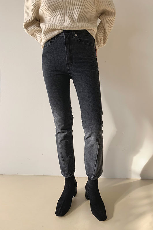SLIM LINE BLACK DENIM