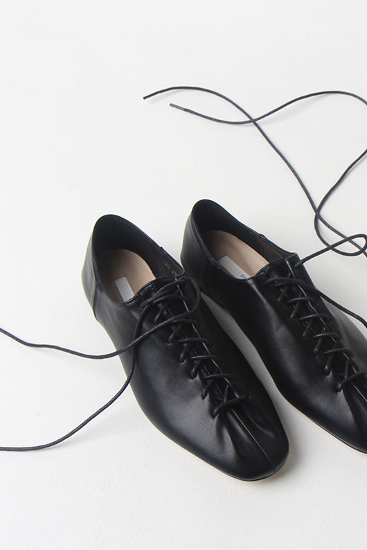 ROUND LACE UP LOAFER