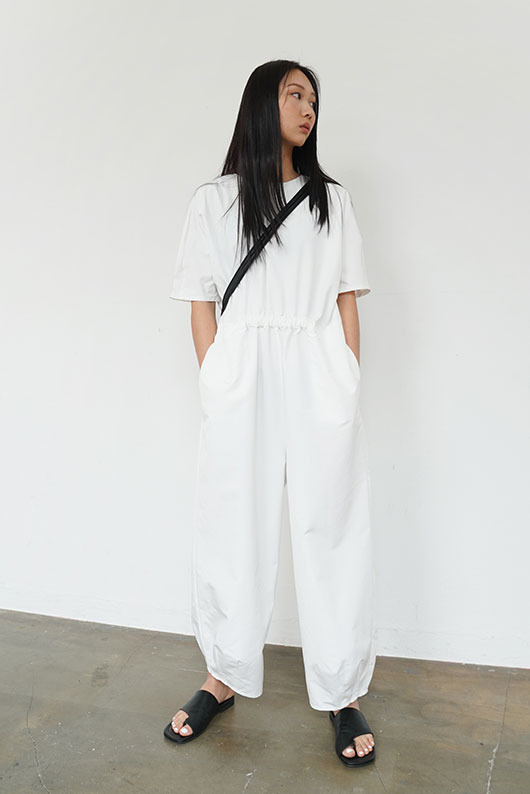 EASY JUMPSUIT (WHITE ONLY ONE)