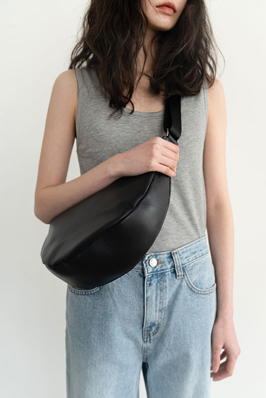 LOW HALF MOON LEATHER BAG